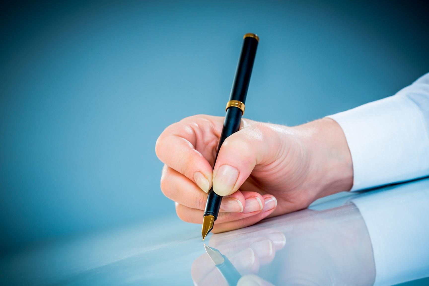 En hånd med penn