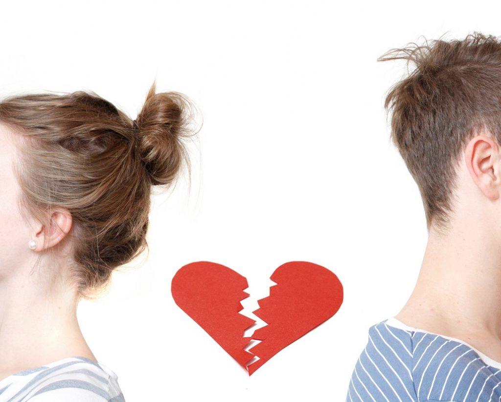 Knust hjerte mellom en mann og kvinne